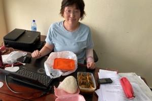 執務室での昼食(Semovita, Ogmono等)