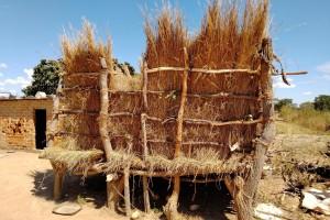 ザンビアの農家が使うメイズ貯蔵庫